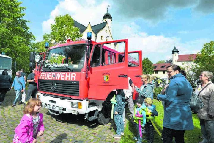 Natürlich war die Feuerwehr ständig umringt von neugierigen Besuchern.