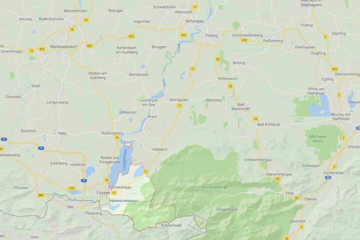 Ein Mann aus München wurde am Bannwaldsee bei Schwangau tot am Ufer aufgefunden.