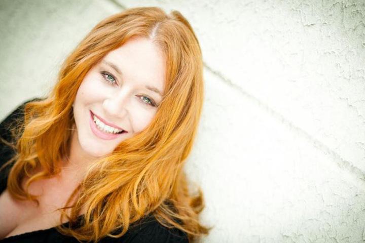 """Rebecca Siemoneit-Barum (39) kennen wir eigentlich aus der """"Lindenstraße"""", jetzt will sie auf die große Bühne."""