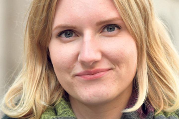 """Celine Makowska (18), Studentin in Passau: """"Ich wähle in Bayern die CSU, weil mir das Wahlprogramm gefällt. Etwas geschwankt habe ich schon. Der Wahl-O-Mat hat mir auch Die Partei angezeigt."""""""