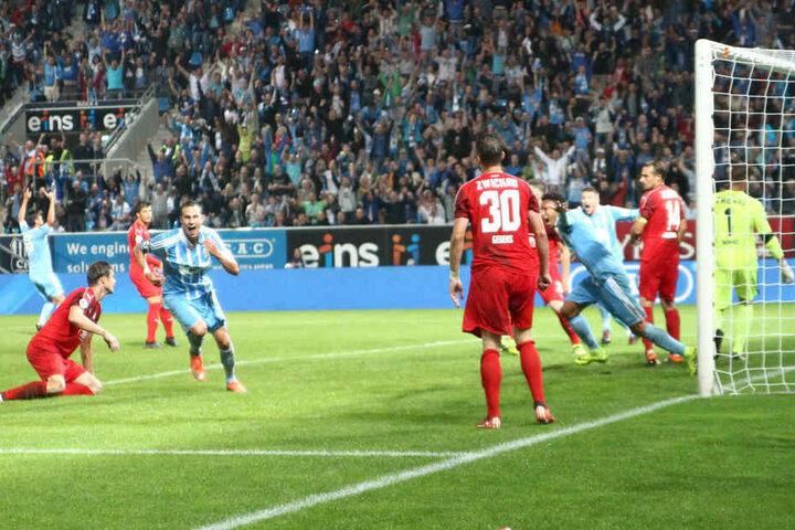Hier trifft Tim Danneberg zum entscheidenden 1:0.
