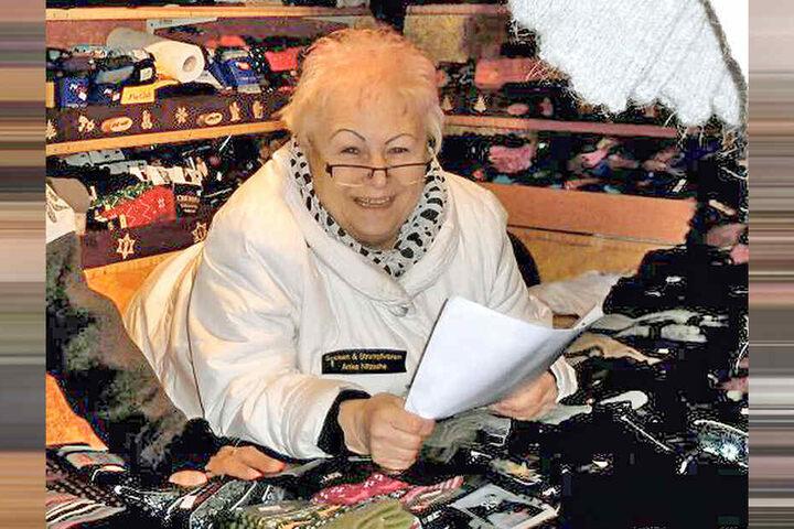 Frohnatur am Socken-Stand: Verkäuferin Edwina T. (69) wird auch dieses Jahr auf dem Stiezelmarkt wieder Fußwärmer feil bieten.