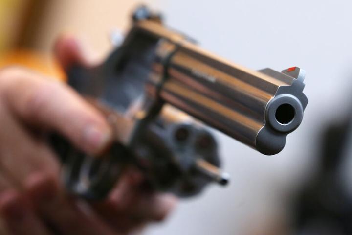 """Insgesamt wurden bislang 670 Waffen in Bayern von """"Reichsbürgern"""" eingezogen. (Symbolbild)"""