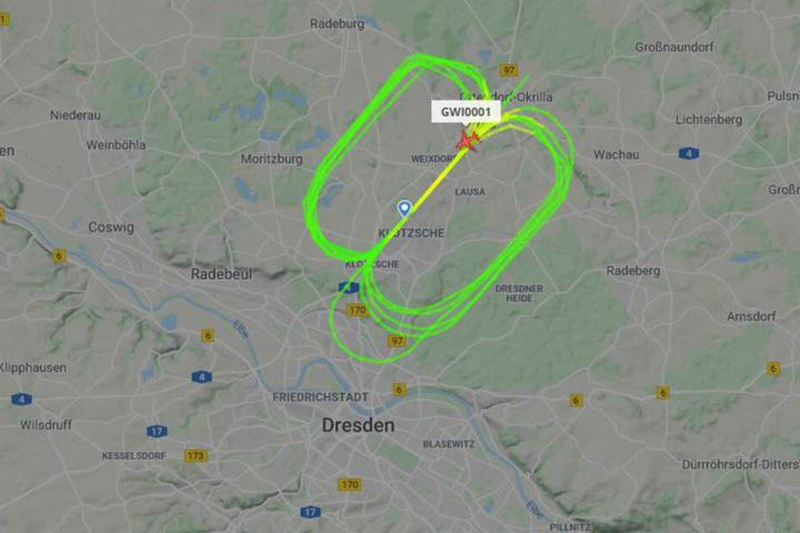 Die geflogenen Runden kann man auf flightradar24.com sehr gut beobachten.