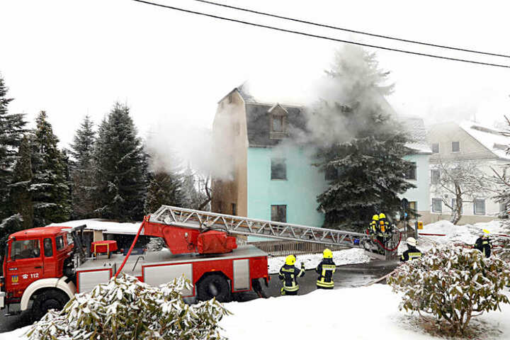 Das Haus ist nach dem Brand vorerst unbewohnbar.