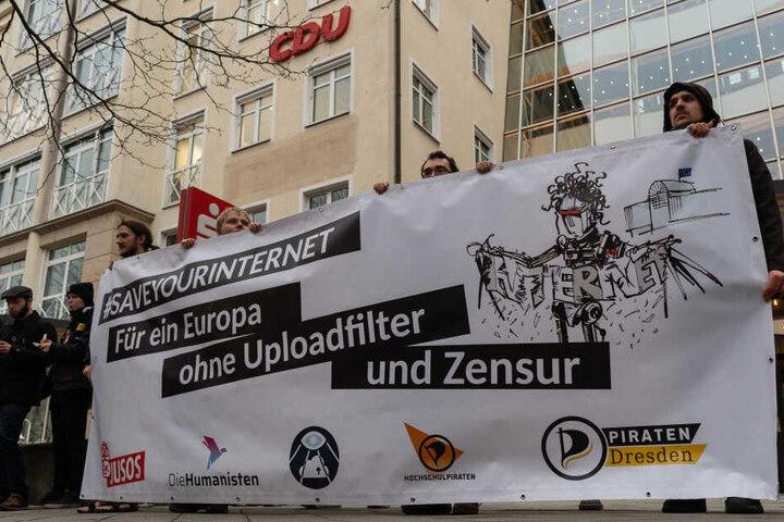 Wie hier in Dresden werden die Menschen am Samstag auch in Leipzig wieder auf die Straße gehen, um gegen die Urheberrechtsreform zu demonstrieren.