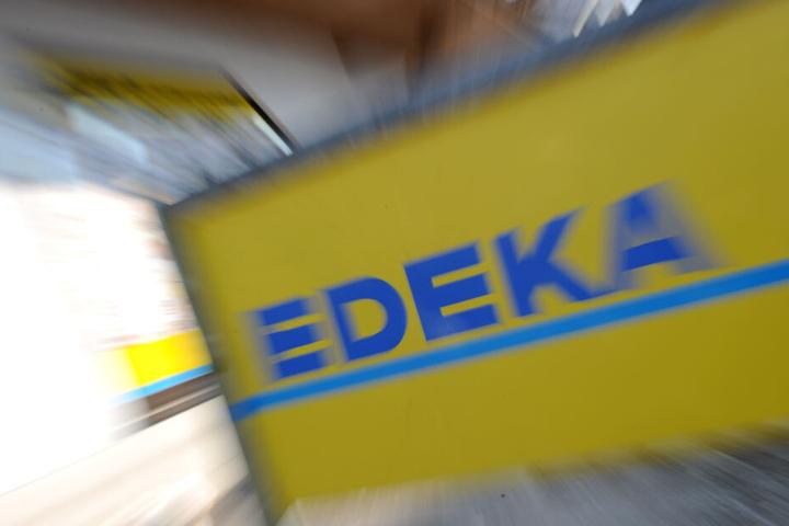 Wegen des Verdacht auf Käse in den Verpackungen ruft Edeka die Schinkenbockwurst zurück. (Symbolbild)