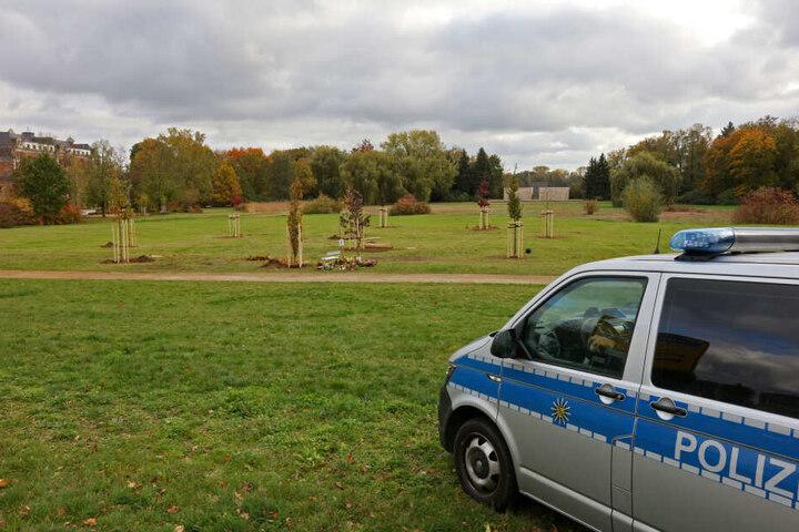 Die Gedenkstätte wird bis zur Eröffnung am Sonntag rund um die Uhr von der Polizei bewacht.