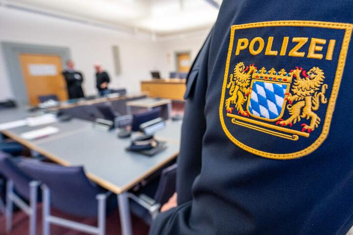 Polizisten nahmen der Frau den Hund weg und brachte ihn ins Münchner Tierheim. (Symbolbild)