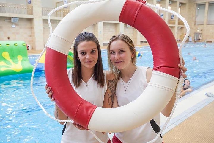 """""""Wir freuen uns über den großen Ansturm"""", erzählten die Lehrlinge Vanessa Spangenberg (19) und Michelle Schmidt. (19)."""