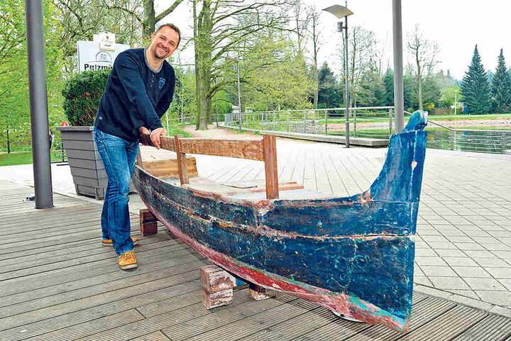 Bei Pelzmühlenwirt André Gruhle  (42) können Gäste schon mal auf der Bootsbank Platz nehmen.