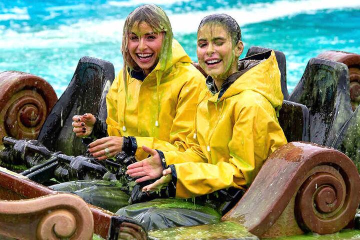 Trotz des grünen Schleims in ihren Haaren und Augen können Lena Gercke (31) und Lena Meyer-Landrut (27) noch lachen.