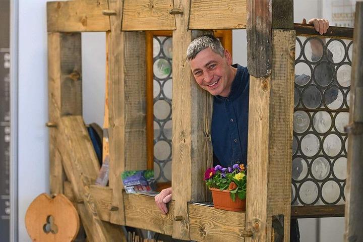 Veit Müller berät für den Bauernhaus-Freundeskreis Bauherren auf der Messe. Bauen ist Müllers Leidenschaft. Er hat selbst ein großes Gehöft in Großnaundorf wunderschön saniert.