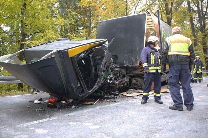 Durch den Aufprall kippte die Fahrerkabine nach vorn.