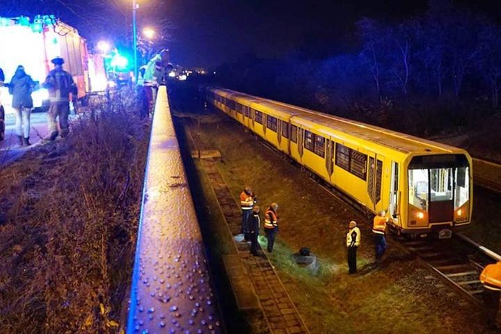 An dieser Stelle wollte ein Mann die Gleise überqueren und wurde von der U-Bahn erfasst.