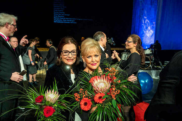 """Zwei großartige Künstlerinnen: Nana Mouskouri (82, l.) und Angelika Milster  (64). Sie waren sich einig: """"Es ist eine große Ehre, bei dieser Gala dabei zu  sein."""""""