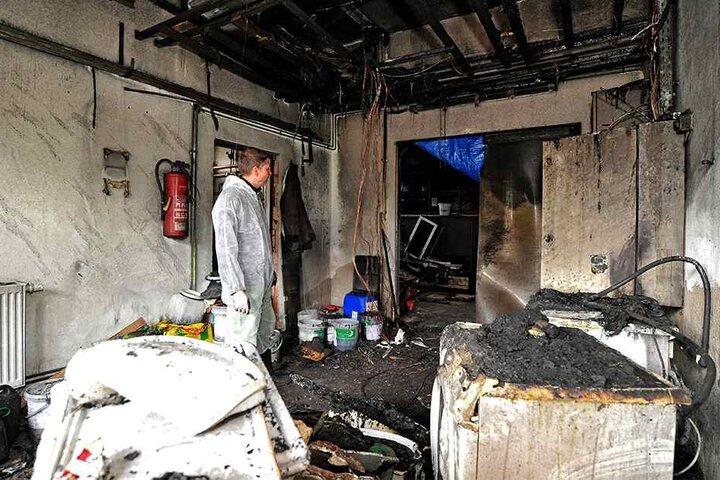 Der Großbrand zerstörte ein Lager und die elektrische Anlage.