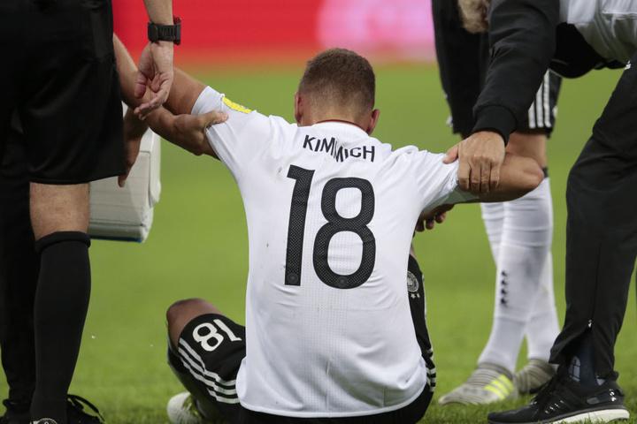 Kimmich lag während der Partie nicht nur einmal am Boden. Dennoch hielt der Bayern-Star tapfer durch.