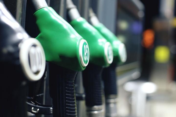 Eine Esso-Tankstelle in Herford überfiel der Unbekannte. (Symbolbild)