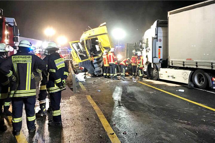 Drei Lastwagen und ein Kleintransporter waren an dem Unfall beteiligt.