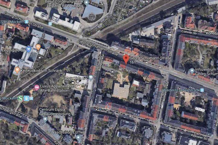 Das betroffene Gebäude befindet sich in der Georg-Schumann-Straße 161, unweit der S-Bahnhaltestelle Leipzig-Möckern.
