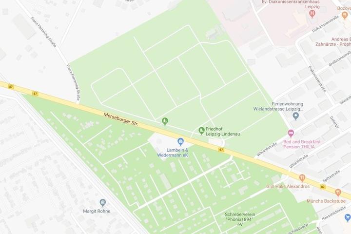 Zwischen Franz-Flemming-Straße und Wielandstraße im Bereich des Friedhofs Lindenau hat es einen Rohrschaden gegeben.