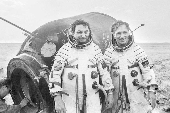 Ewige Helden: Sigmund Jähn und Valery Bykowsky 1978 nach der Landung mit Sojus 31.