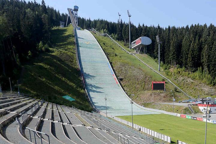 Die Vogtland Arena soll bis zum Herbst ein Windsegel bekommen.