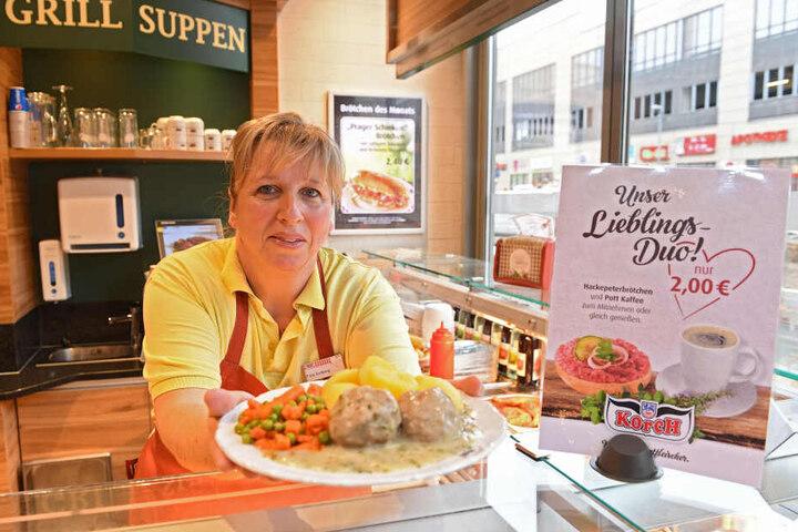 """Kathrin Kolberg (51) macht aus der Not eine Tugend und bietet in der Fleischerei """"Korch"""" ein Bauarbeiterfrühstück an."""