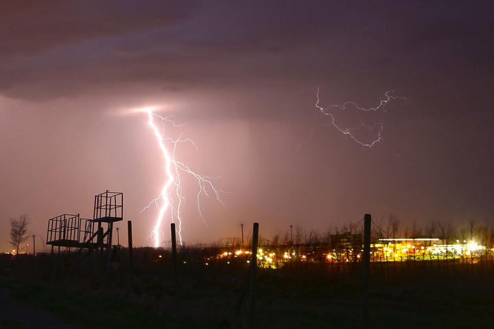 Gewitterfront zieht am Donnerstagabend bis kurz vor Hohenstein-Ernstthal. Fotografiert von der Lutherhöhe aus.