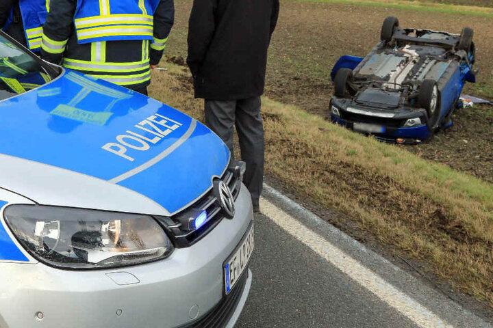 Der 76-Jährige wurde schwer verletzt aus seinem Fahrzeug gerettet.