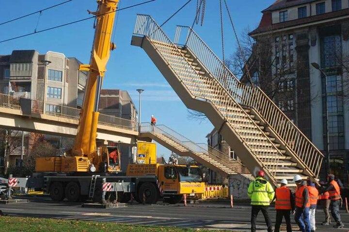 Mitte Oktober 2016 wurde die Fußgängerbrücke über die Albertstraße abgerissen.