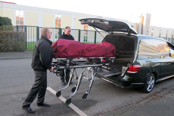 Nach der Obduktion ergab sich ein ganz anderes Bild: Die Frau beging keinen Suizid, sondern wurde brutal ermordet.