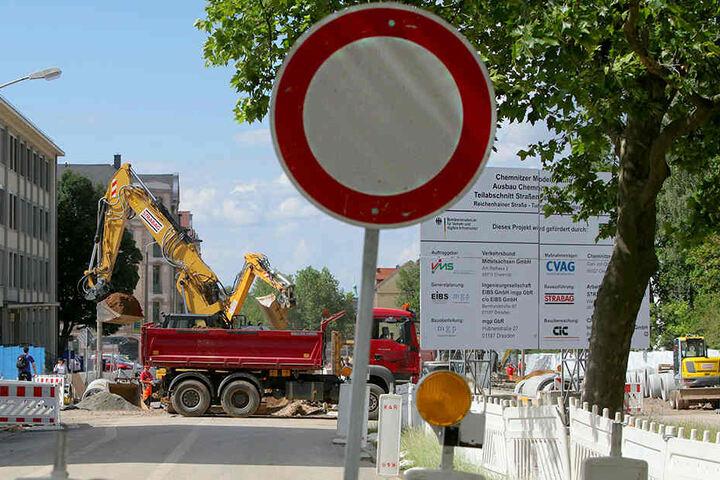 Nicht nur die Reichenhainer Straße ist eine große Baustelle, auch auf den umliegenden Straßen wird gebaut.