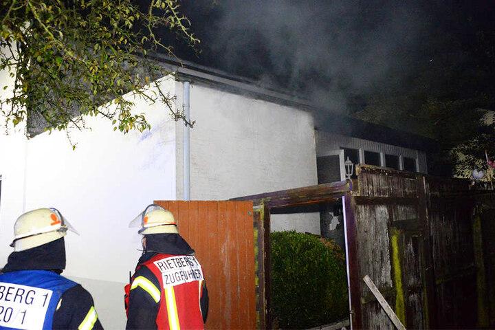 Der Rentner konnte nur noch tot aus den Flammen geborgen werden.