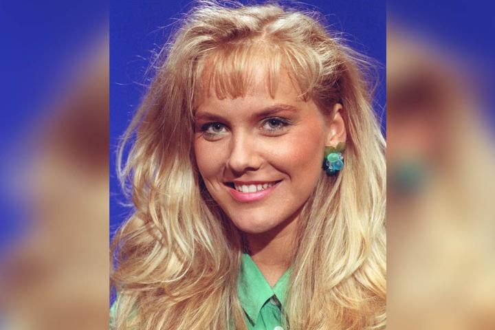 Im zarten Alter von 23 Jahren lächelt die heute 50-Jährige in die Kamera. Sie ist eine der wenigen DDR-Stars, die noch immer präsent sind.