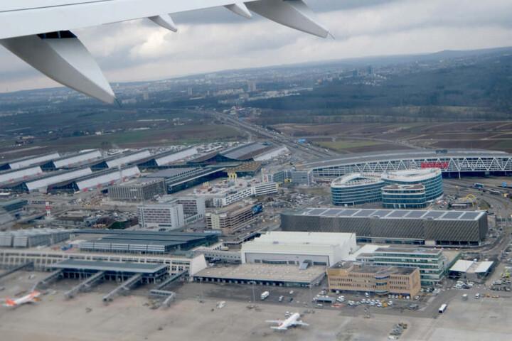 Der Stuttgarter Flughafen aus der Luft aufgenommen.