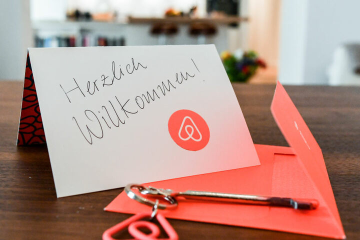 Airbnb wird vorgeworfen, mit Wohnungen gegen das Zweckentfremdungsverbot zu verstoßen. (Archivbild)