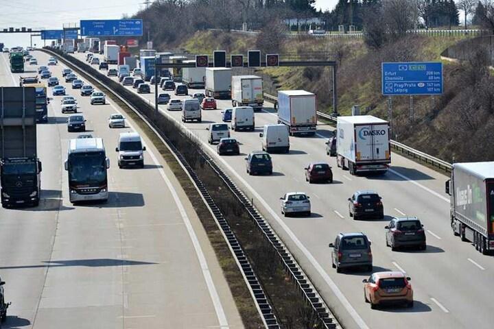 """Auf diesem Abschnitt der A4 nahe der Raststätte"""" Dresdner Tor"""" wird die Fahrbahn saniert."""
