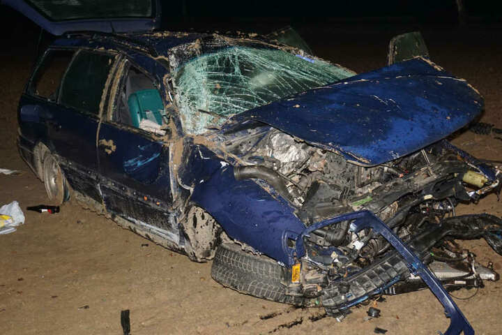 Das Auto überschlug sich, der Fahrer wurde schwer verletzt.