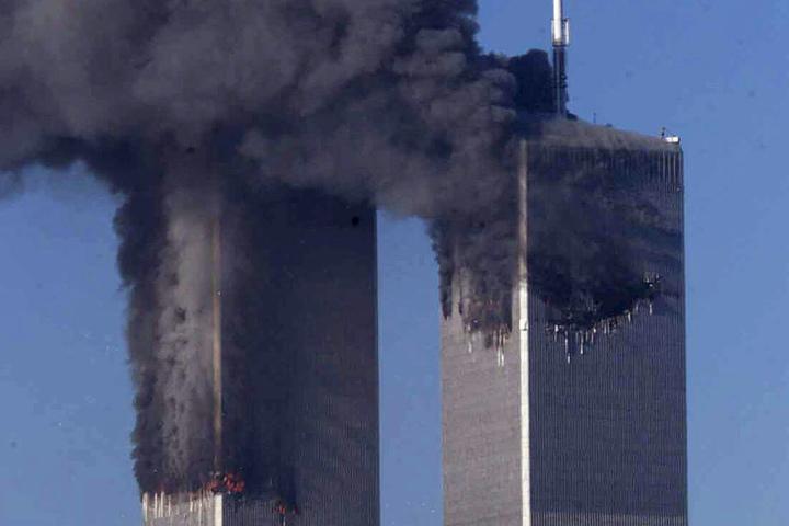 Bei den Terroranschlägen vom 11. September 2001 wurden die Zwillingstürme des World Trade Centers in New York durch zwei Flugzeuge getroffen und zerstört (Archivbild).