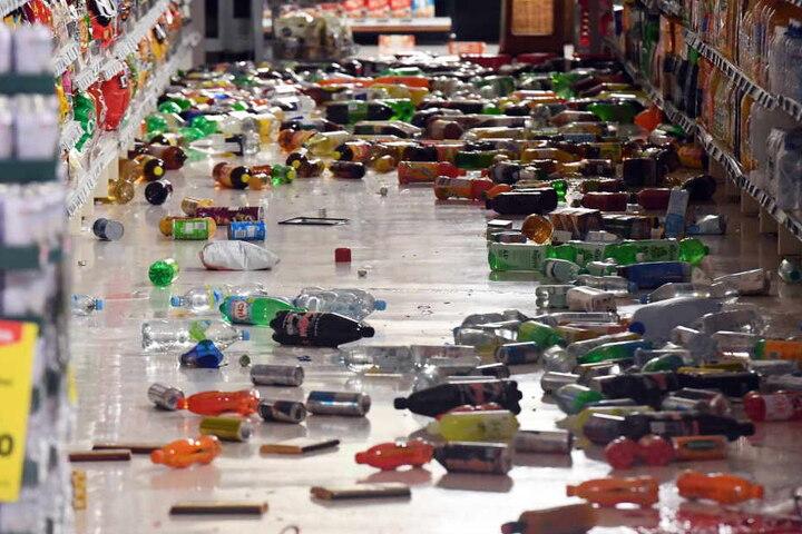 In zahlreichen Supermärkten richtete das Beben ein Chaos an.