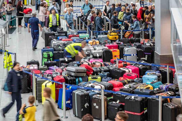 Eine Gepäckanlage war ausgefallen, später liefen Reisende durch eine Sicherheitstür.