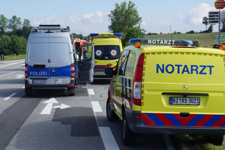 Feuerwehr, Rettungsdienst und Polizei wurden am Mittwochvormittag an die Unfallstelle auf der S106 gerufen.
