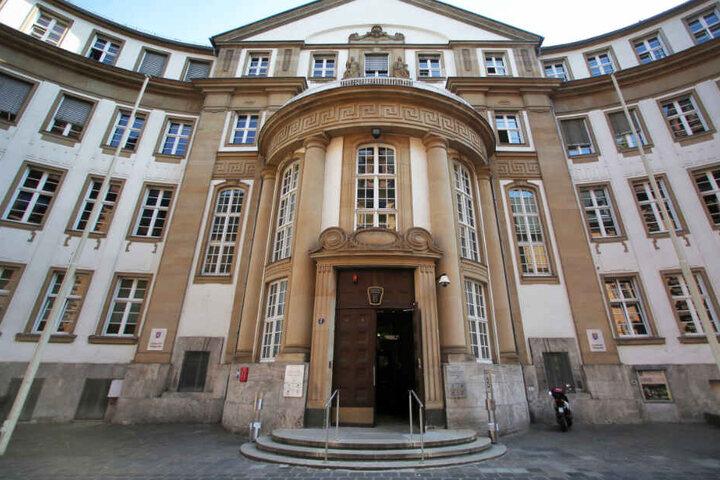 Bisher sind vor dem Landgericht Frankfurt (Archivbild) drei weitere Verhandlungstage bis Anfang Dezember geplant.