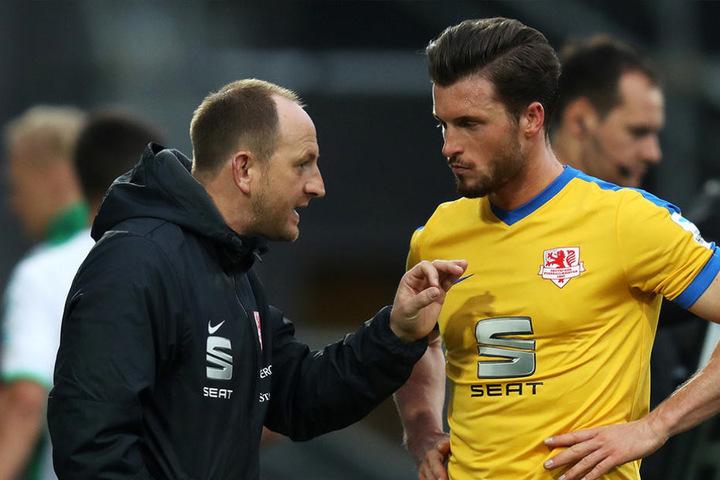 Braunschweig-Trainer Torsten Lieberknecht - hier mit Ex-Dynamospieler Quirin Moll - glaubt an Dynamos Traum.