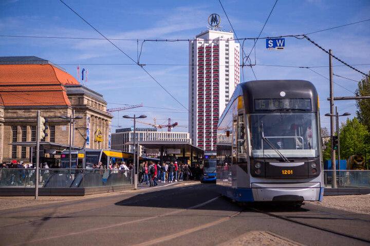 Die herannahende Straßenbahn hatte die 46-Jährige nicht gesehen.