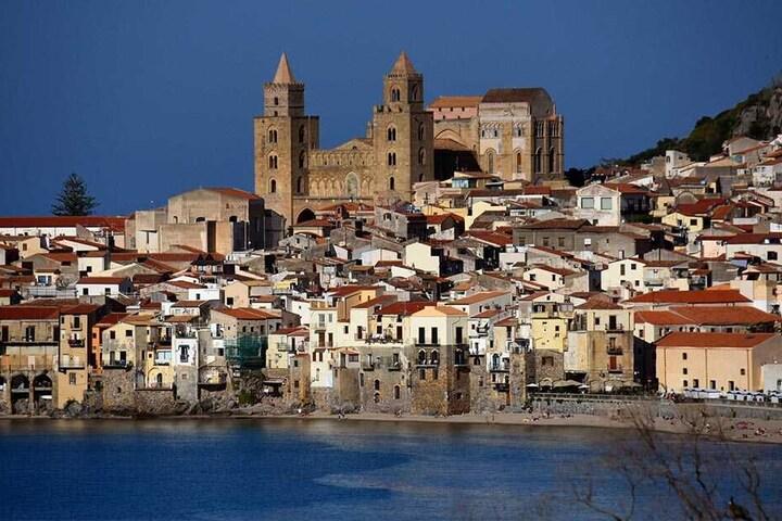 Cefalù an Siziliens Nordküste ist ein Badeort mit viel Geschichte - und zweite Heimat des Neuhermsdorfer Hoteliers.