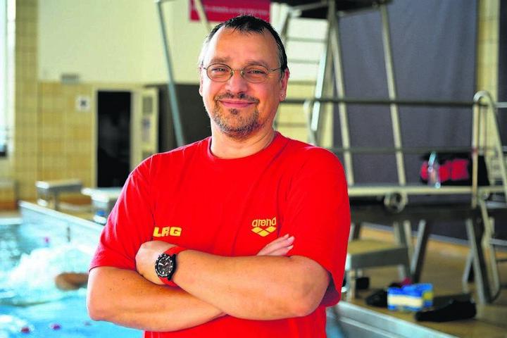 Klaus Steffan (55), Vorsitzender der DLRG Chemnitz, sucht Verstärkung für sein Rettungsschwimmer-Team.