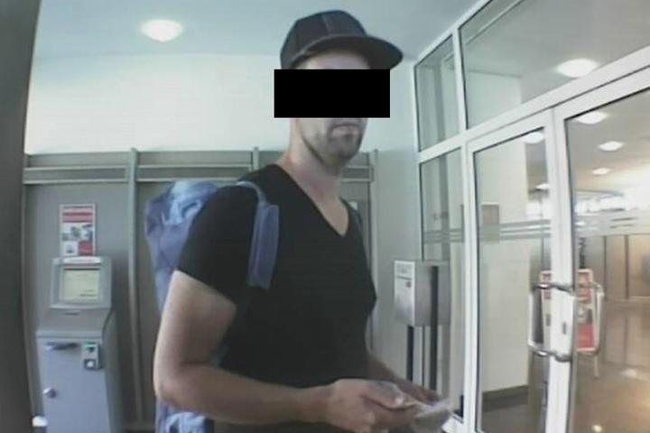 Mit Bildern wie diesem fahndete die Polizei nach dem Mann.